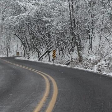 Circulatie rutiera in conditii de iarna pe drumurile din Maramureș