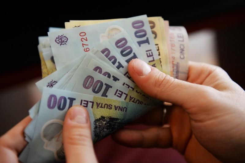 VIDEO | Bani furați, dar recuperați și hoață prinsă