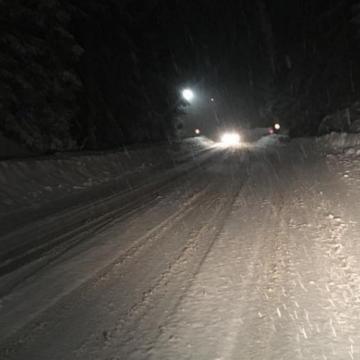 Vizibilitate redusa, sub 100 de metri, de ninsoarea viscolita in Pasul Prislop