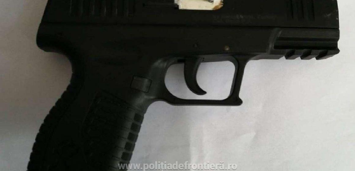 VIDEO | Prins cu pistolul în portieră