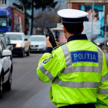 VIDEO | Beat la volan, fără permis, a încercat să fugă de polițiști
