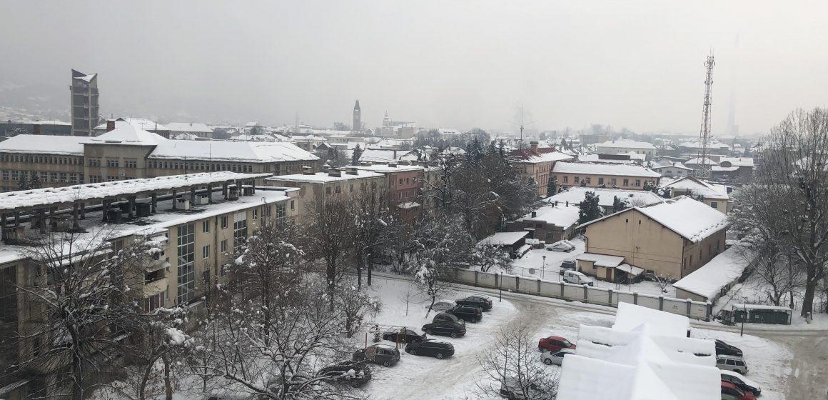 Video Vizibilitate redusa, sub 100 de metri, de ninsoarea viscolita pe DN 18, in Pasul Prislop