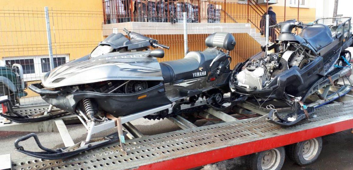 Video|Ţigări de contrabandă, transportate cu snowmobilul