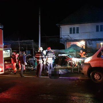 ULTIMA ORĂ: Accident cu 4 persoane încarcerate în Sighetu Marmaţiei. O persoană a decedat | FOTO/ VIDEO