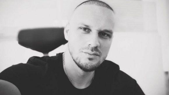 Moartea neaşteptată a unui tânăr de 35 de ani chiar pe scaunul de frizerie