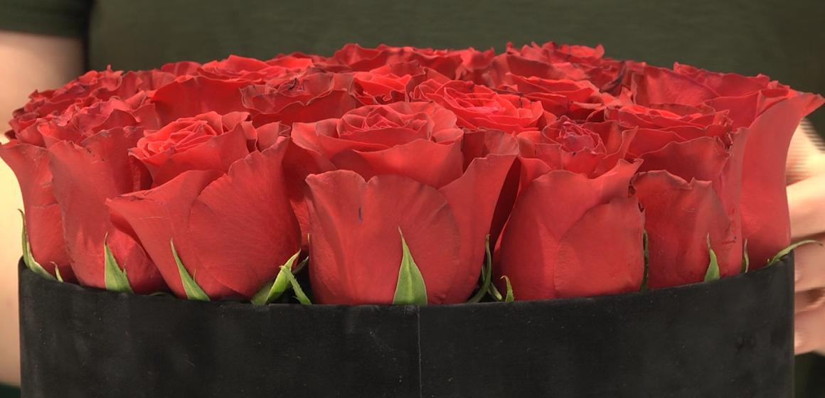VIDEO | Trandafiri criogenați și ursuleți din flori, printre cumpărăturile bărbaților de Valentine's day