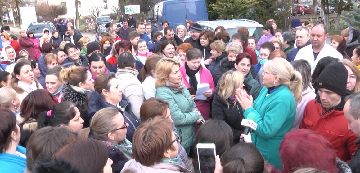 VIDEO | Asistenții medicali și personalul auxiliar din spital, la protest