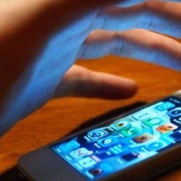 Menajera hoață: i-a dereticat prin casă și l-a ușurat de un telefon de 1000 de euro