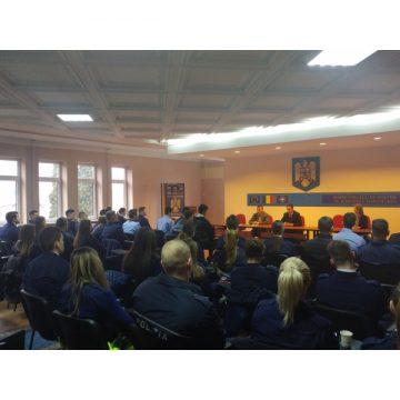 Video|40 de studenţi ai Academiei de Poliţie au început practica la IPJ Maramureş