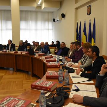 Aleșii județeni au votat pentru acordarea unor stimulente financiare lunare la Spitalul de Boli Infecțioase și la Spitalul Județean Baia Mare