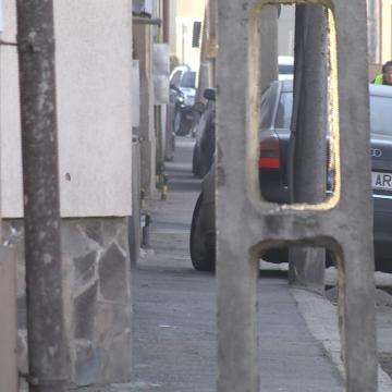 VIDEO   Trotuare blocate de mașini