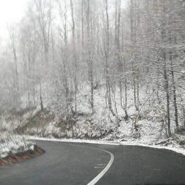 Vizibilitate redusa de ceata, sub 100 de metri, pe Dealul Hera, Dealul Stefanitei si Pasul Prislop