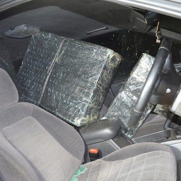 Video|Au găsit o mașină abandonată plină ochi cu țigări de contrabandă