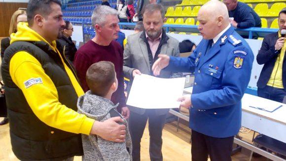 """Meci de fotbal caritabil-  ,,Camarazi cu suflet pentru Ştefania şi Daniel"""""""