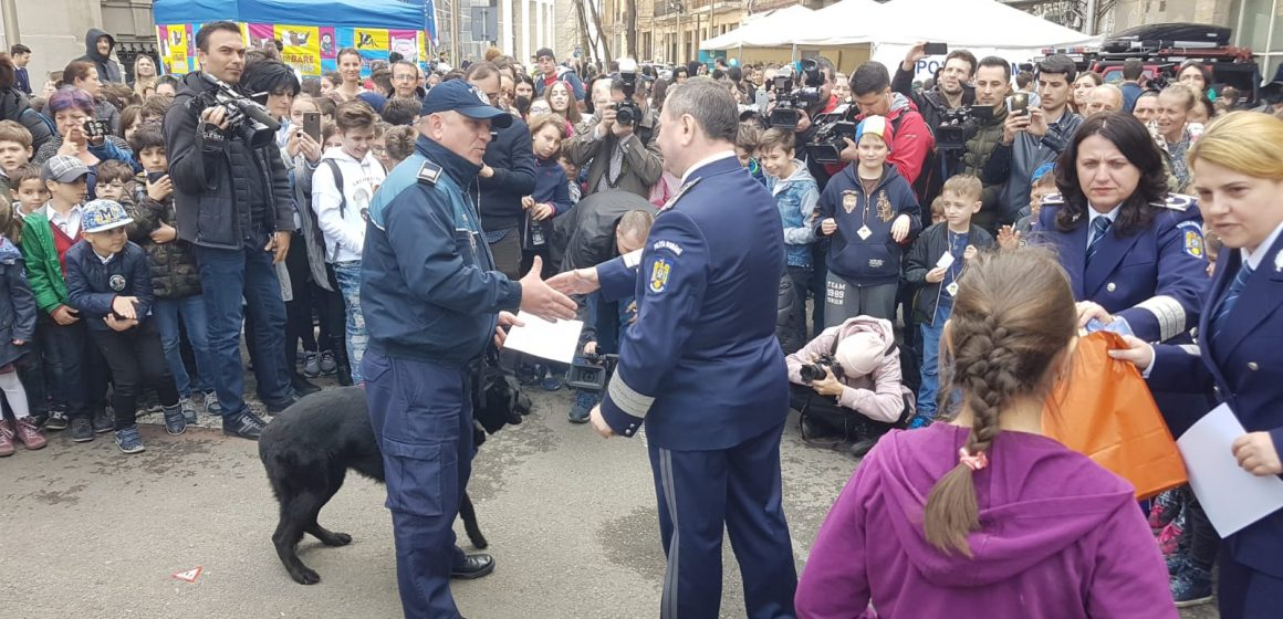 GALERIE FOTO|Doi câini polițiști din Maramureș – premiați de Poliția Română