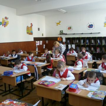 VIDEO | Cum e cu înscrierile în învățământul primar pentru viitorul an școlar