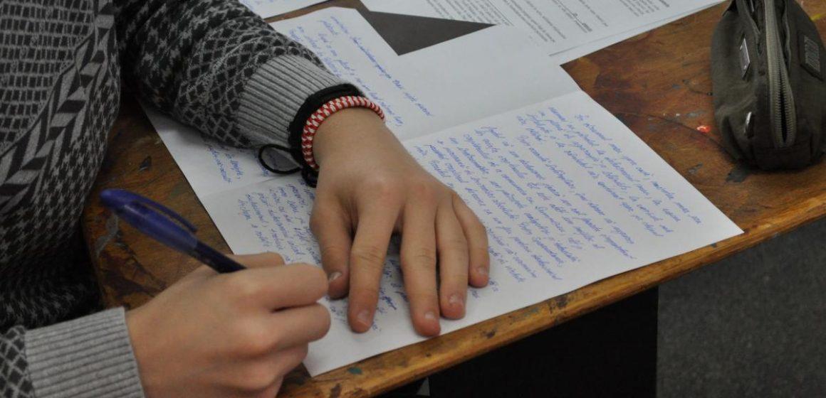 Burse pentru copiii de etnie română din Ucraina