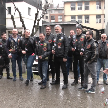 Motocicliștii de la Border Riders au dăruit flori sighetencelor