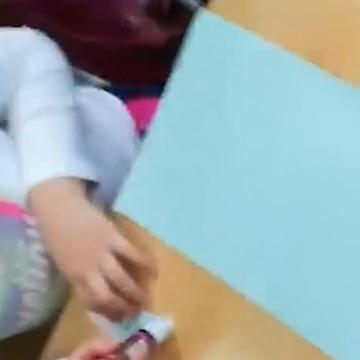 Caz revoltător: o învățătoare s-a filmat în timp ce țipa în clasă la un copil, umilindu-l