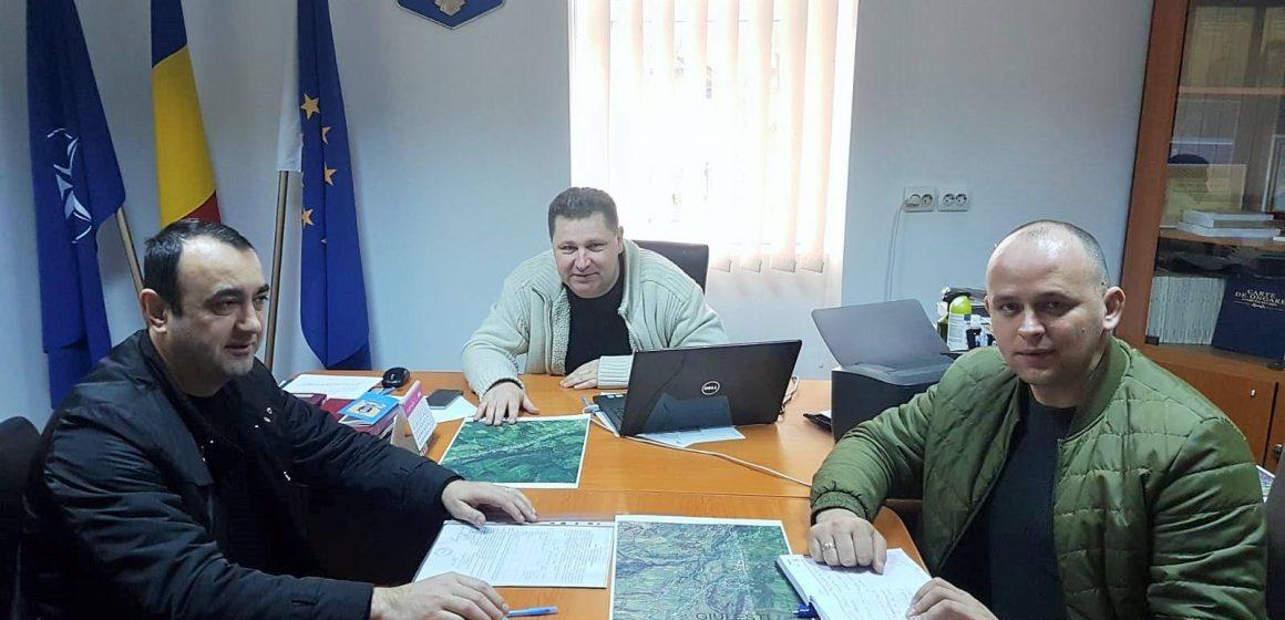 Autoritățile din Giulești, la discuții cu prefectul