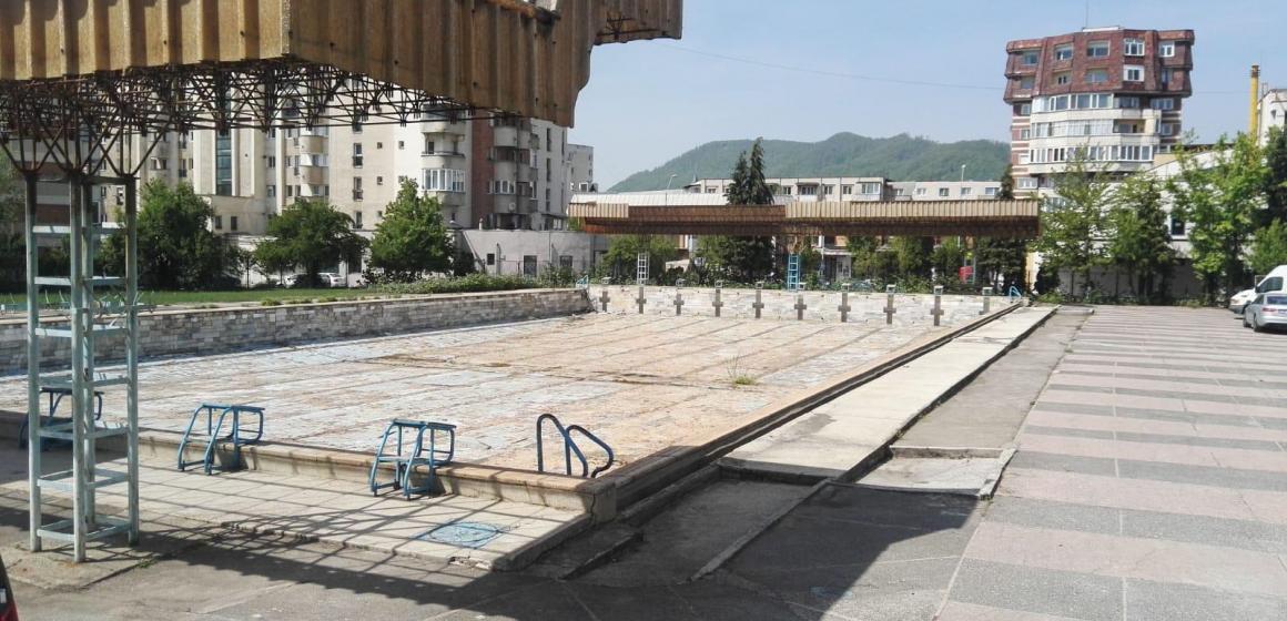 VIDEO   Promisiuni privind redeschiderea bazinului descoperit din Baia Mare