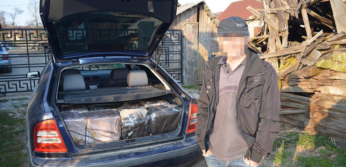 VIDEO | A rămas și fără țigările de contrabandă și fără mașina cu care le căra. În schimb a primit un dosar penal