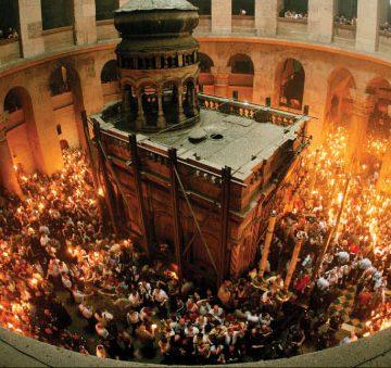 VIDEO | Sfânta lumină de la Ierusalim ajunge și în acest an în Maramureș