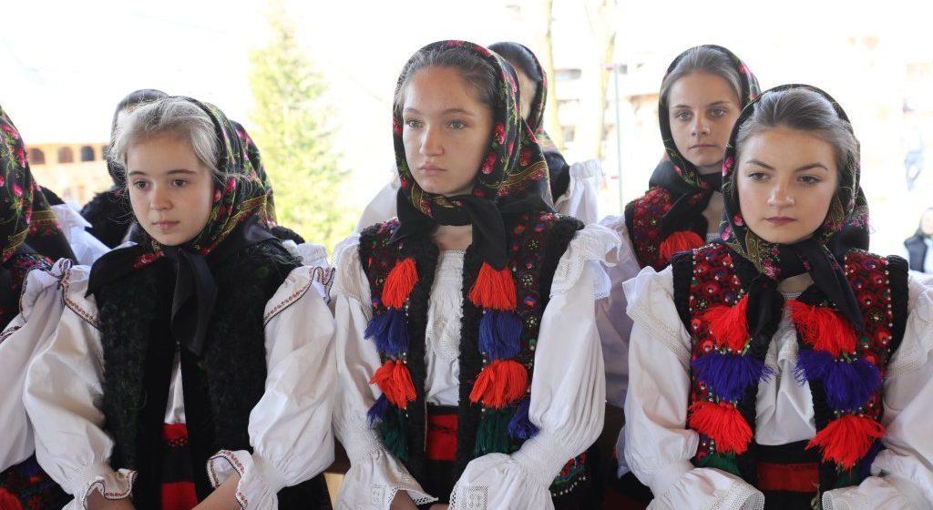 Eparhia Maramureşului promovează portul popular românesc printr-un proiect propriu