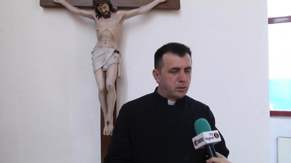 Video Concert de Florii la Memorial susținut de corul Bisericii greco-catolice Cristos Rege