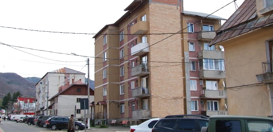 Video|Continuă reabilitarea blocurilor în Cavnic