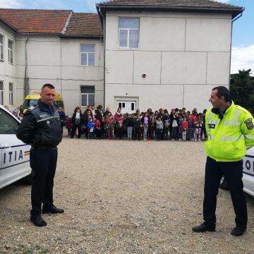 VIDEO | Împreună pentru o comunitate mai sigură – noua campanie a poliţiei, la țară