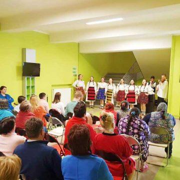 Colegiul de Arte a oferit un concert minunat pacienţilor din Spitalul de Boli Infecţioase