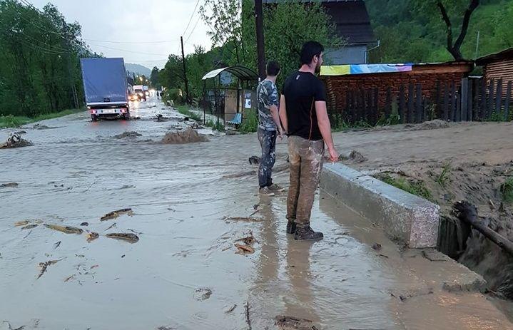 Pagube de 11,4 milioane de lei au produs inundațiile în Vișeu de Sus