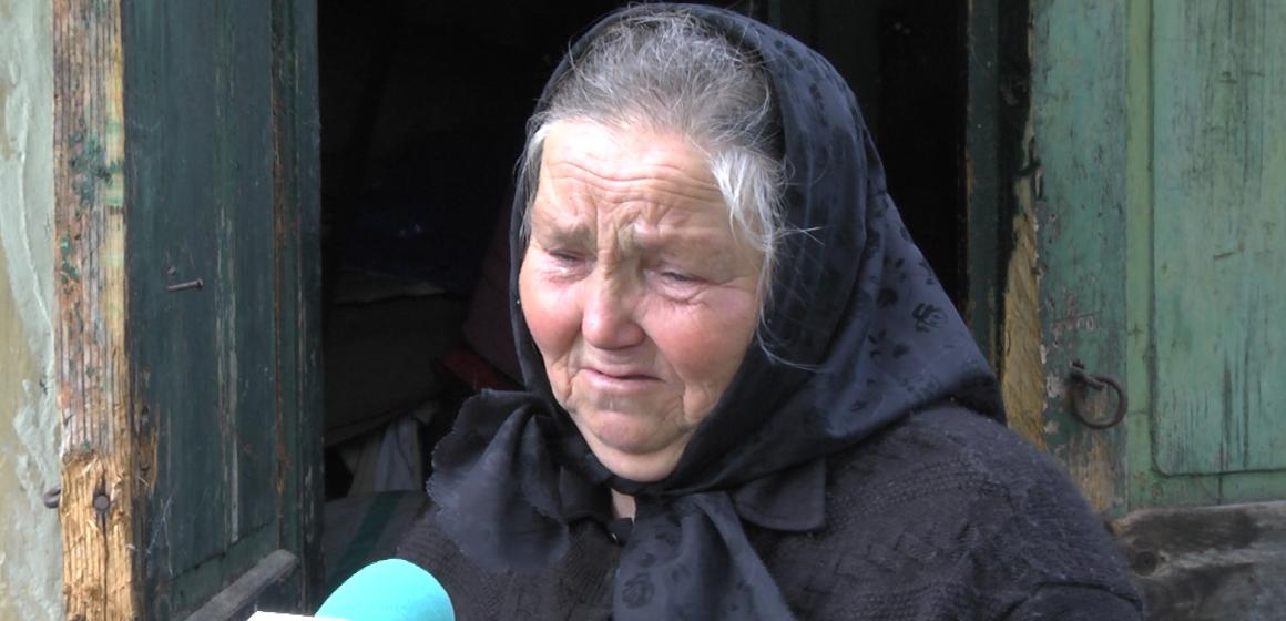 VIDEO | O bătrână a rămas doar cu promisiuni după ce i-a ars casa