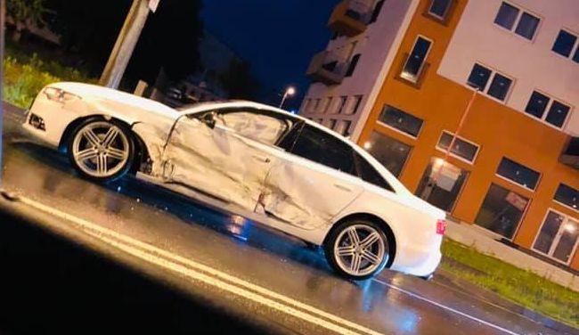 VIDEO | Trei dintr-o lovitură: un tânăr cu permisul anulat a avariat trei mașini după ce a intrat pe contrasens