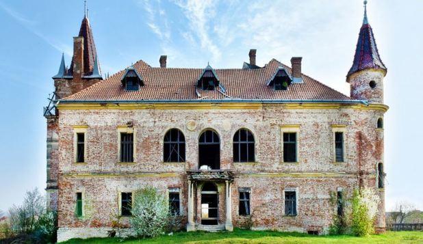 Un castel din Maramureș, scos la vânzare