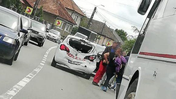 VIDEO | Carambol pe DN1C, în Lăpușel. O tânără a fost rănită ușor