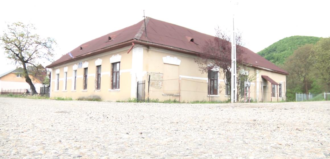 VIDEO | Școala de pe Câmpu Negru ar putea fi transformată în centru cultural-social și pastoral