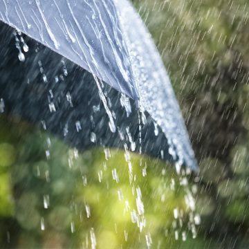 Vin ploile și se răcește vremea