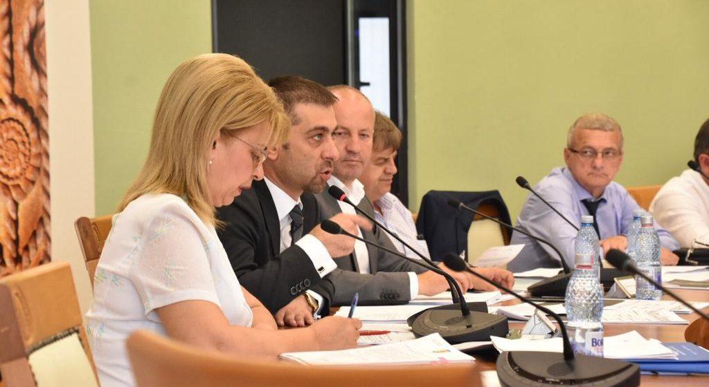 Consiliului Județean a alocat sume considerabile proiectelor depuse pe ghidurile de finanțare, dar și pentru susținerea primăriilor din județ