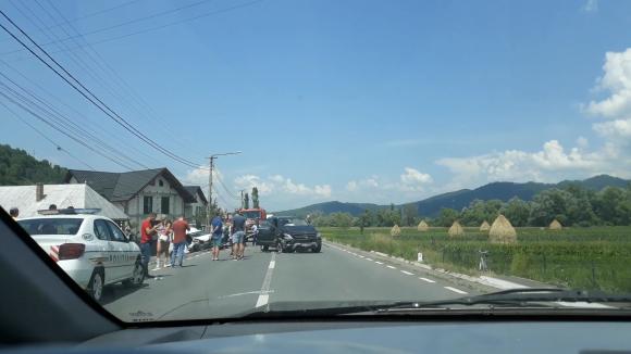 O femeie a rămas încarcerată în urma unui accident ptrecut în Berbești