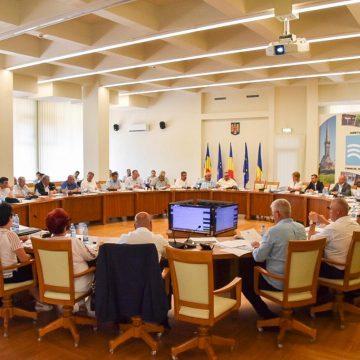 19 proiecte de hotărâre, intens dezbătute în ședința ordinară a Consiliului Județean, au fost adoptate de aleșii județeni
