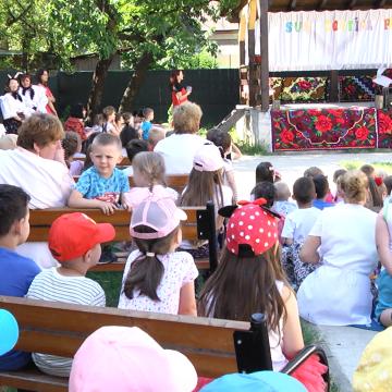 VIDEO   Special: piesă de teatru pentru copii pusă în scenă de educatoarele lor