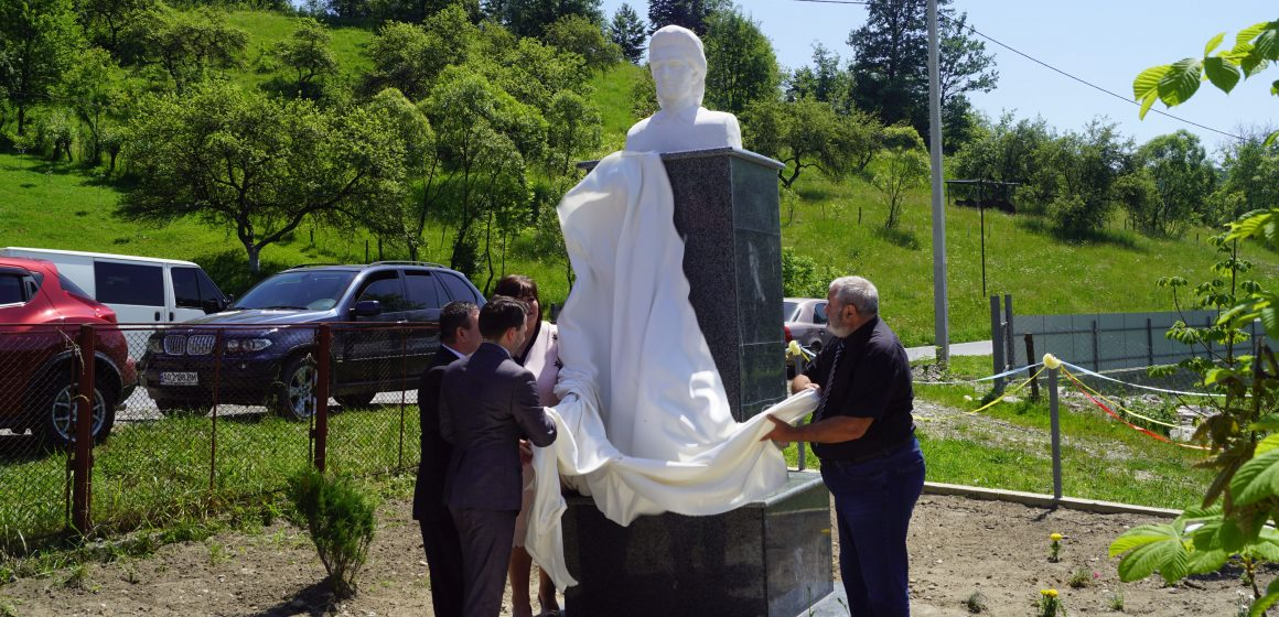 VIDEO | 130 de ani fără Eminescu.Dezvelirea bustului marelui poet la Topcina (Maramureșul de Nord, Ucraina)