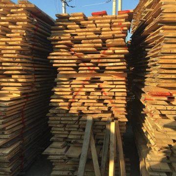 La Seini, poliţiştii au confiscat 170 mc material lemnos