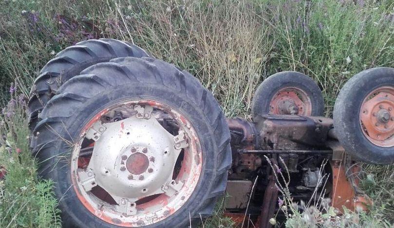 A murit strivit sub tractor