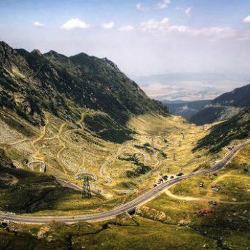 Circulaţia rutieră se redeschide pe Transfăgărăşan, cu două zile mai devreme faţă de perioada normală