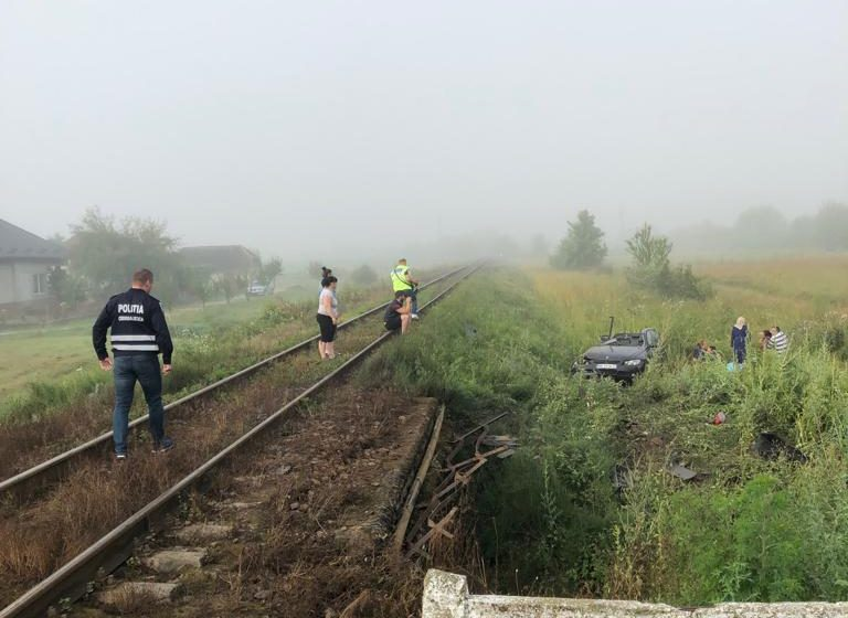 Masină lovită de tren în localitatea Fersig. O persoană a decedat
