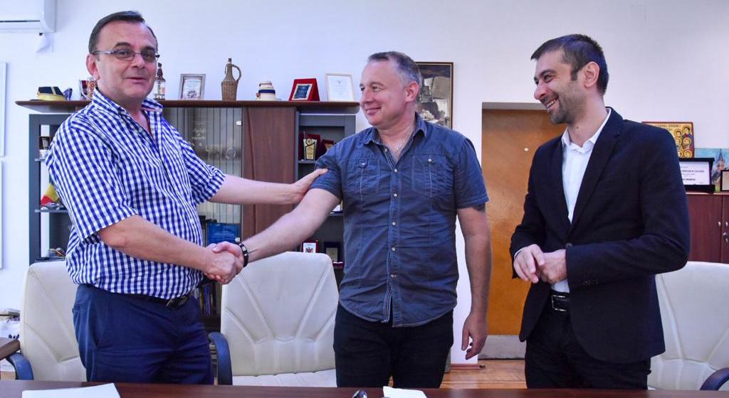 """Basistul trupei Compact, șef interimar la Școala Populară de Arte """"Liviu Borlan"""" din Baia Mare"""
