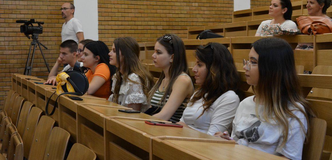 VIDEO | Studenți albanezi în tabără în Maramureș